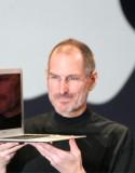 蘋果總裁喬布斯 (Steve Jobs) 突然公布無限期休假專心養病, 又無透露病情, 令人憂慮其健康狀况和蘋果發展前景. 知情人士透露, 喬布斯 6 年前擊退胰臟癌後, 前年換肝又出現後遺症, 無法控制體重不斷下降. 數據顯示, 喬布斯這種癌症病人換肝後的存活率, 5 年內不足五成. 55 歲的喬布斯自去年 10 月起未再公開露面,...